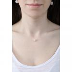 Collier une Perle Blanche sur fil transparent