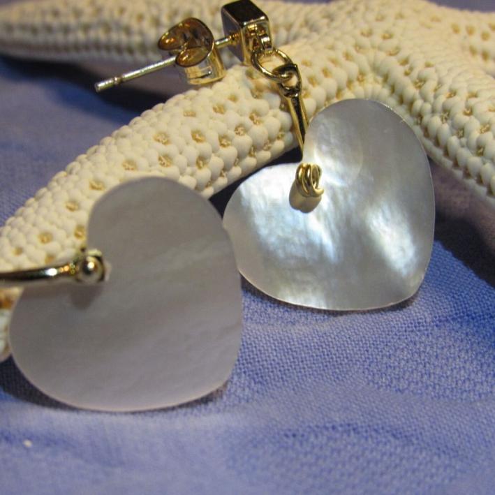 Boucles d'oreilles coeur nacre sur doré