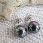 Boucles d'oreilles puces noires en nacre naturelle et métal argenté