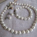 Collier perles nacre blanche et fermoir shamballa