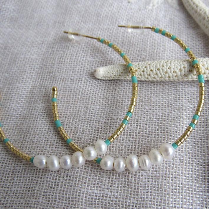 Créoles perles de rocaille turquoises et dorée et petites perles