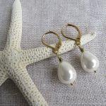 Boucles d'oreilles perles nacre gouttes blanches et hématite