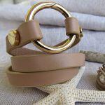 Bracelet triple rangs cuir beige et anneau acier doré