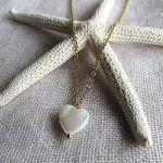 Collier pendentif coeur en nacre sur chaîne doré