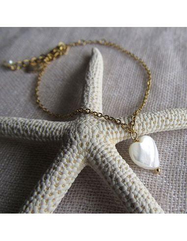 Bracelet raffiné charm's coeur en nacre sur doré