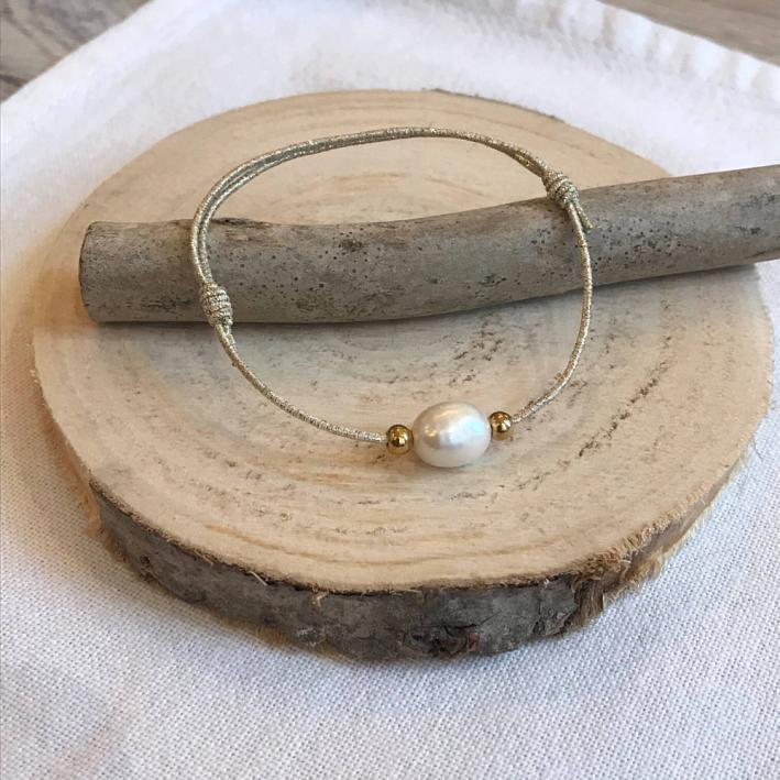 Bracelet une perle sur élastique