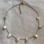 Collier perles pétales