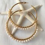Boucles d'oreilles grandes créoles de perles