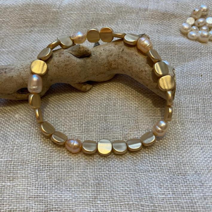 Bracelet Perles de culture roses et acier doré brillant
