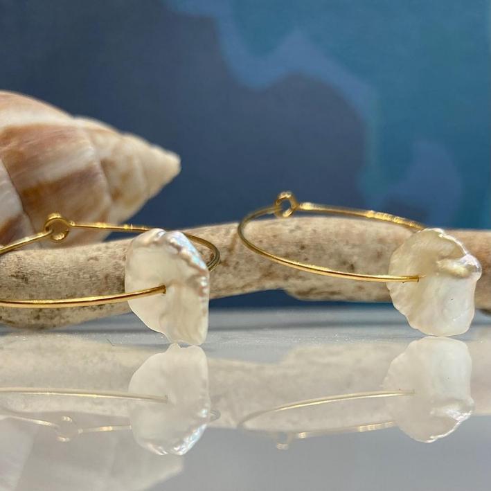 Créoles perles baroques de forme pétale