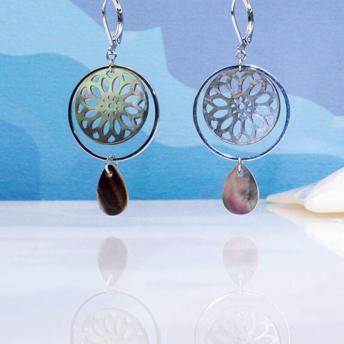 Boucles d'oreilles pampille et médaille de nacre noire sur argenté