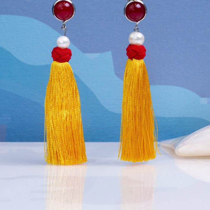 Boucles d'oreilles clips quartz rouge et pompon jaune
