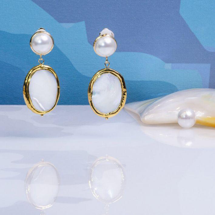 Boucles d'oreilles Clips médaille de nacre blanche sur doré