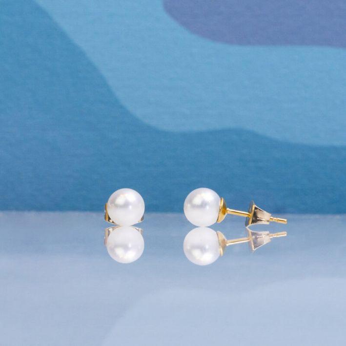 Boucles d'oreilles petites puces en nacre blanche