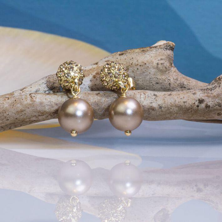 Boucles d'oreilles perles de nacre dorée sur shamballa