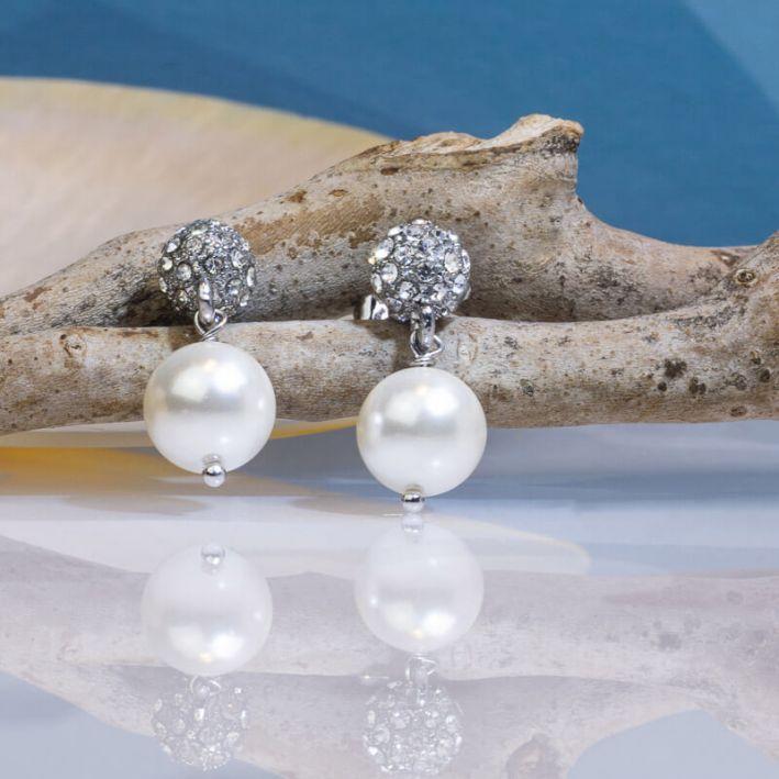 Boucles d'oreilles perles de nacre blanche sur shamballa