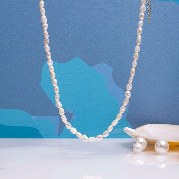 Collier de perles baroques blanches