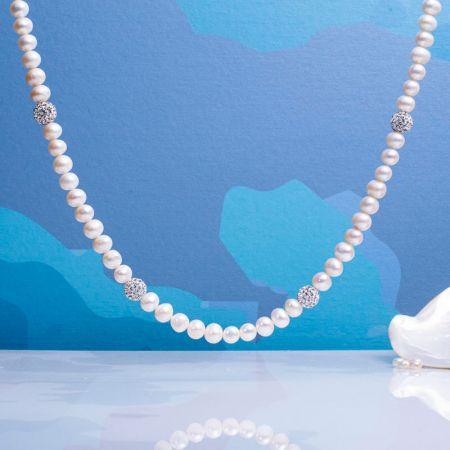 Collier alliance perles blanches et shamballa