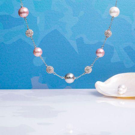 Collier perles de nacre et shamballas déclinaison argentée