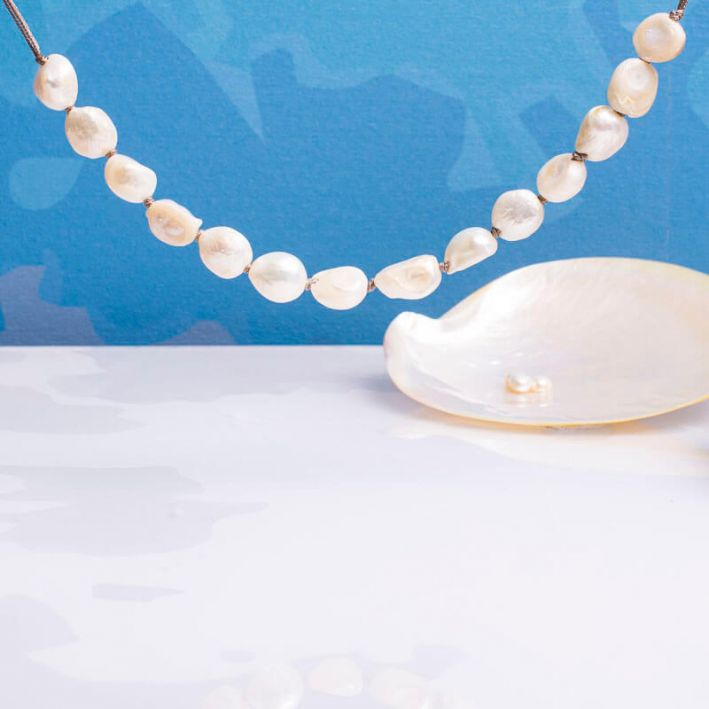 Collier coulissant grandes perles baroques blanches