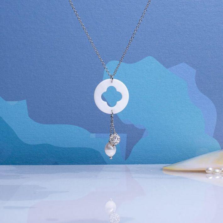 Collier pendentif trèfle de nacre et duo perle de culture et shamballa