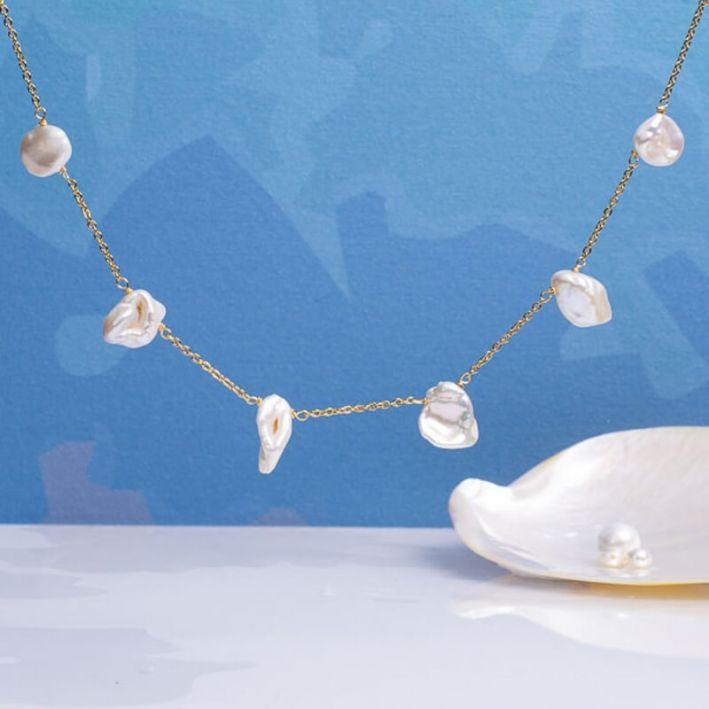Collier perles baroques pétales sur acier doré