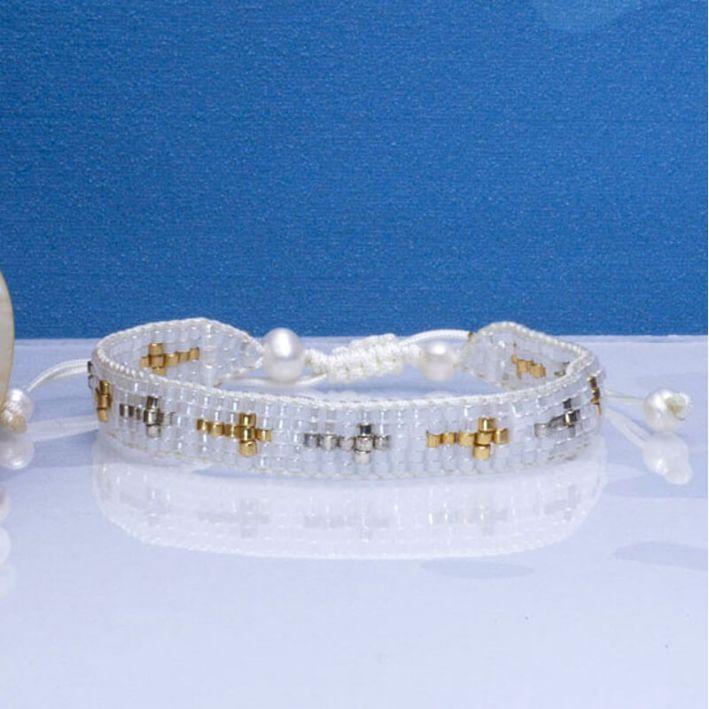 Bracelet blanc perles de rocaille tissées et croix