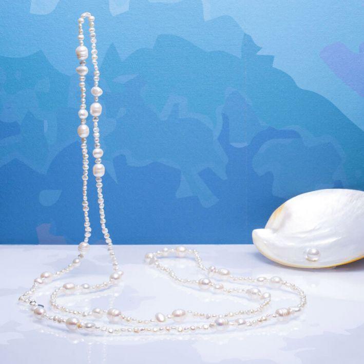 Long sautoir perles de culture blanches
